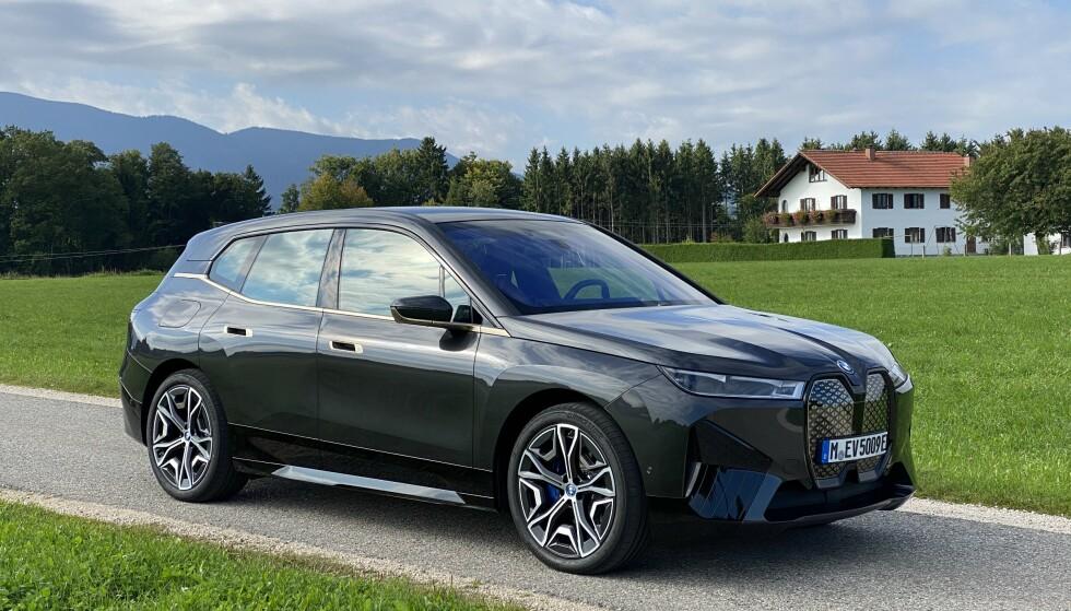 NYKOMMER: BMW iX dukker opp på norske veier i november, og er verdt å ta en ekstra titt på. Foto: Fred Magne Skillebæk