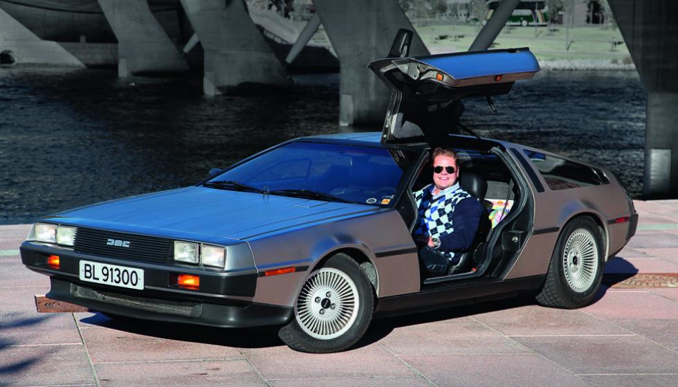 REGISTRERT NY I NORGE: Henrik Scott Forsberg eier det eneste eksemplaret av DeLorean DMC-12 som ble registrert ny i Norge. Det skjedde i 1983. Foto: Knut Arne Marcussen