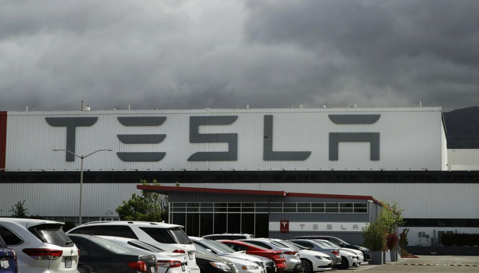 Tesla flytter hovedkvarteret sitt til Austin i Texas. Selskapet utvider likevel produksjonen i California. Foto: Ben Margot / AP / NTB