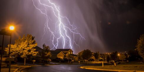 Image: Trygt å lade bilen i tordenvær?