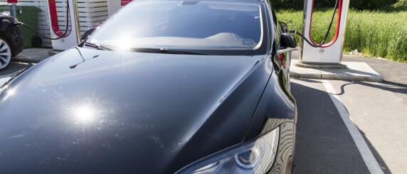 Image: Tesla tilbakekaller biler i USA