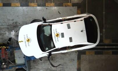 Image: Se Opel Mokka-e smelle i veggen