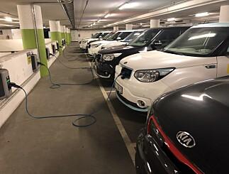 Image: Nekter elbiler å parkere i garasjen